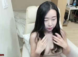 Chinese lovely camgirl with firm boobs..