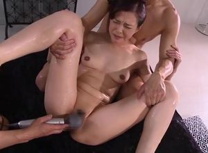 Pleasuring chinese Cougar is frigging..