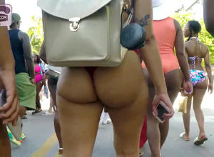 Roung big butts dame in bathing suit..
