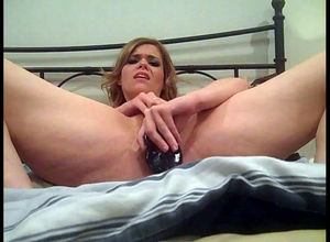 Superslut wifey pounding herself..