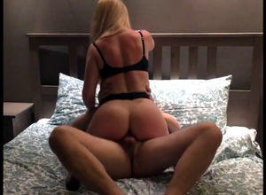 Huge bootie wifey plumbs with buddy..