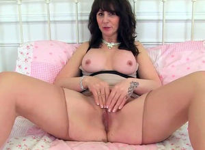 Scottish cougar Toni Lace will get you..